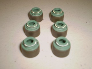 Mitsubishi Minicab Valve Stem Seal Set 3G83 non hemi with spark plugs by exhaust manifold